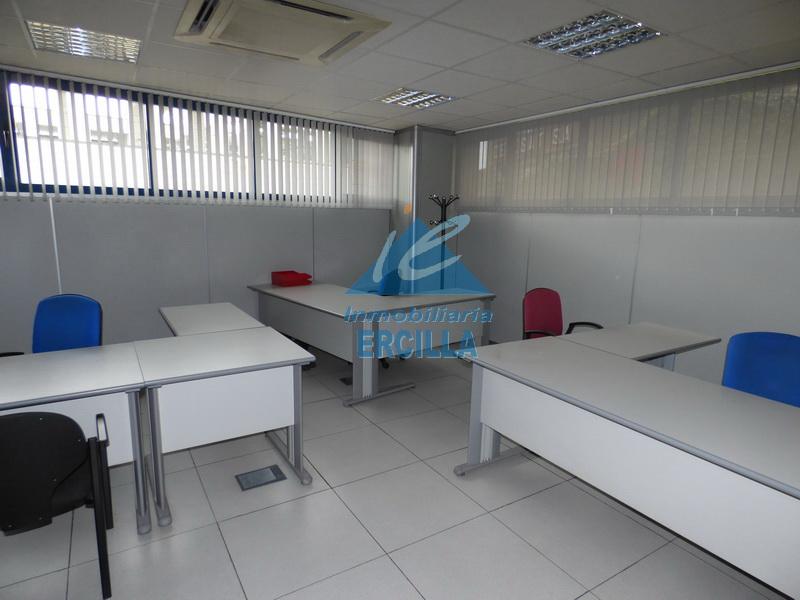 Oficina junto a la boca de metro oficinas en venta en for Oficinas metro bilbao
