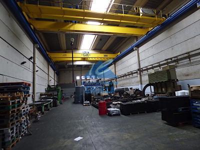 Nave industrial con grúa puente en Margen Izda. - Gallarta