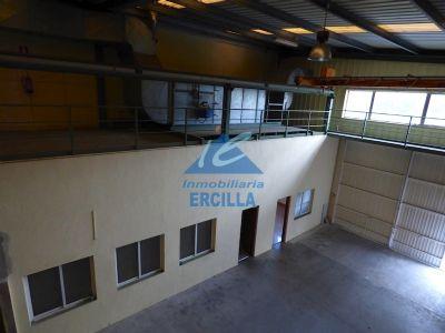 Nave con tres puertas de acceso en Alto Nervión - Arrigorriaga